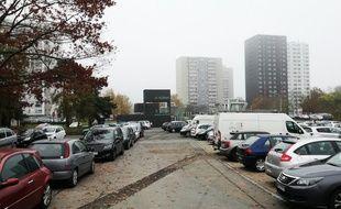 La place de Zagreb est située au coeur du quartier du Blosne à Rennes.