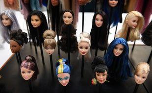 Des prototypes de têtes de Barbie, à l'atelier d'El Segundo, en Californie, où la poupée est conçue.
