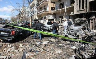 """Deux attaques, attribuées par les autorités syriennes à des """"terroristes"""", ont fait 27 morts et 140 blessés samedi à Damas, au moment où un diplomate annonçait que l'Arabie saoudite envoyait via la Jordanie du matériel militaire aux déserteurs de l'Armée syrienne libre (ASL)."""