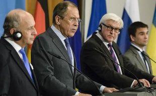De g à d: les ministres des affaires étrangères français Laurent Fabius, russe Sergeï Lavrov, allemand Frank-Walter Steinmeier et ukrainien Pavlo Klimkin, lors de leur conférence de presse commune le 2 juillet 2014 à Berlin