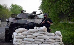 Des soldats ukrainiens le 1er mai 2014 à un point de contrôle près de Slaviansk