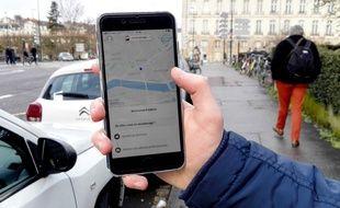 C'est l'application Klaxit qui permet d'accéder au service covoiturage de la TAN.