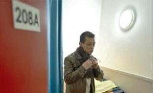 Mounir, 31ans, habite au nouveau centre d'hébergement Emmaüs Pereire, situé dans le 17e arrondissement de Paris.