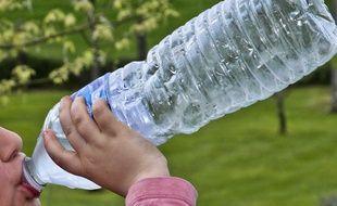 La kétamine se trouvait dans une bouteille d'eau destinée aux adultes.