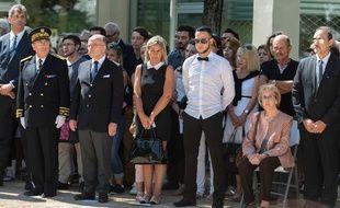 Les proches d'Hervé Cornara, réunis lors de l'hommage qui lui a été rendu le 26 juin 2016, un après son assassinat./ AFP PHOTO / ROMAIN LAFABREGUE