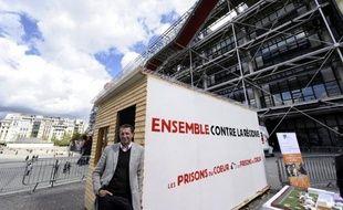 Le conseil municipal de Saint-Julien-sur-Suran (Jura) s'est à nouveau prononcé vendredi soir pour l'implantation sur ses terres de la prison expérimentale conçue par l'ex-homme d'affaires Pierre Botton, a indiqué samedi à l'AFP la conseillère générale (UMP) Hélène Pélissard.