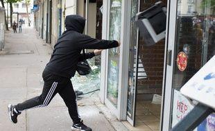 Manifestation interdite  contre la loi travail ou loi El Khomri a Nantes le 26 05 2016. Heurts avec la police. Banque attaquees par les manifestants.//SALOM-GOMIS_13370971/
