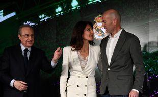 Florentino Perez aux côtés de Zinédine et Véronique Zidane.