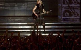 Une vidéo de Madonna, diffusée lors du lancement de sa tournée mondiale jeudi en Israël et montrant un portrait de Marine Le Pen avec une croix gammée sur le front, a fait le buzz vendredi sur internet.