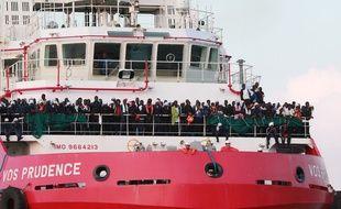 Le bateau Prudence de MSF, le 14 juillet 2017, au large des côtes libyennes après le sauvetage de migrants en mer méditerranée.