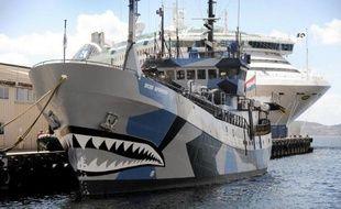 """Le """"Bob Barker"""", navire appartenant à l'organisation écologiste Sea Shepherd, amarré à Hobart, en Australie, le 13 décembre 2011"""