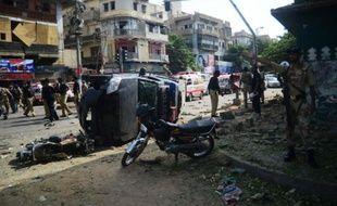 Au moins dix personnes ont été tuées et neuf blessées mercredi dans deux attentats au Pakistan, dont un visant un juge qui a été grièvement blessé à Karachi, l'instable mégalopole du sud, selon les autorités locales.