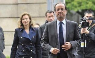 """Nicolas Sarkozy a condamné jeudi soir sur France 2 les propos du député UMP Lionnel Luca surnommant """"rottweiler"""" la compagne de son rival François Hollande, Valérie Trierweiler, ajoutant qu'il """"détesterait qu'on fasse ça avec (son épouse) Carla""""."""