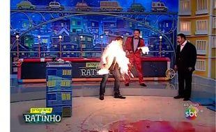 Un animateur prend feu en direct sur la SBT brésilienne.
