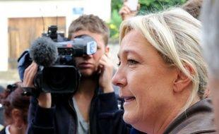 """La présidente du Front national, Marine Le Pen, a indiqué mardi qu'elle n'excluait pas de conclure des alliances locales avec l'UMP, voire avec """"des élus divers gauche"""", aux prochaines élections municipales de 2014."""