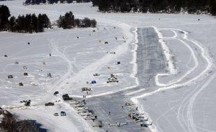 Le lac de Winnipesauke transformé en piste d'atterrissage pour les avions quand l'épaisseur de glace le permet.
