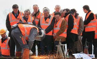 Les élus et la direction de la SNCF lors de la soudure du dernier rail de la LGV Est