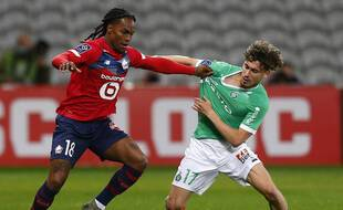 Renato Sanches face à Adil Aouchiche lors de Lille-ASSE le 16 mai 2021.