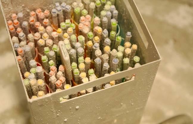 Les ovocytes vitrifiés, un à trois par tube, prennent la forme de paillettes et seront conservées pendant quatre ans dans cette clinique en Espagne.