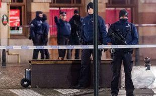 Illustration de la police belge sur la Grand Place à Bruxelles, le 22 novembre 2015.