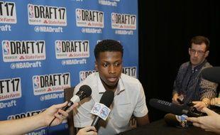 New York, le 21 juin 2017. - Le meneur français Frank Ntilikina face à la presse avant la draft NBA.
