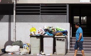 Des ordures qui s'entassent boulevard Dalby à Nantes.