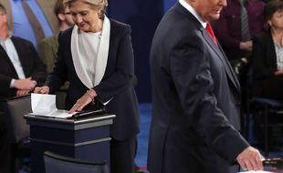Hillary Clinton et Donald Trump lors du second débat télévisé, le 9 octobre 2016.