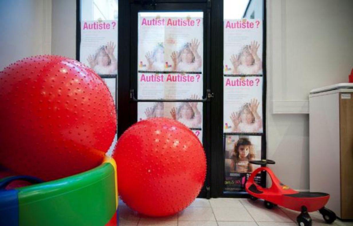Des affiches dans les locaux parisiens de la «FuturoSchool», structure développée par l'association «Vaincre l'autisme», le 12 janvier 2012. – VINCENT WARTNER / 20 MINUTES