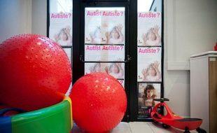 Des affiches dans les locaux parisiens de la «FuturoSchool», structure développée par l'association «Vaincre l'autisme», le 12 janvier 2012.