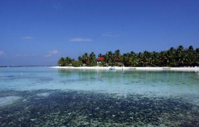 """Le président des îles Maldives Mohamed Waheed a annoncé mercredi à Rio de Janeiro que son pays, un des plus directement touchés par le réchauffement climatique, deviendrait d'ici à cinq ans """"le premier pays à devenir une réserve marine"""" et """"la plus grande du monde""""."""