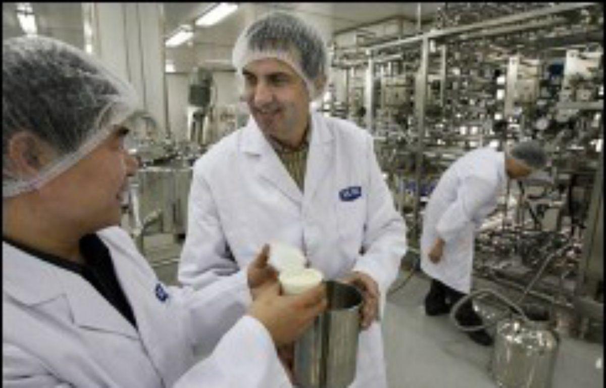 Le groupe agroalimentaire français Danone, numéro 1 mondial des produits laitiers frais, a signé lundi un accord avec le groupe laitier chinois Mengniu Dairy pour créer une co-entreprise en Chine, renforçant ainsi sa présence dans ce pays. – Mark Ralston AFP/Archives