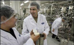 Le groupe agroalimentaire français Danone, numéro 1 mondial des produits laitiers frais, a signé lundi un accord avec le groupe laitier chinois Mengniu Dairy pour créer une co-entreprise en Chine, renforçant ainsi sa présence dans ce pays.