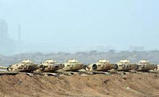 Des chars saoudiens déployés le 9 avril 2015 sur la frontière entre le Yémen et l'Arabie saoudite