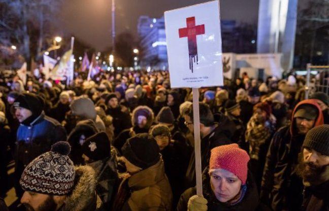 Avortement: Des Polonaises manifestent contre le durcissement de la loi Nouvel Ordre Mondial, Nouvel Ordre Mondial Actualit�, Nouvel Ordre Mondial illuminati