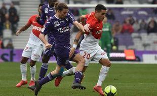 Le Toulousain Yannick Cahuzac à la lutte avec le Monégasque Rony Lopes, le 24 février au Stadium.
