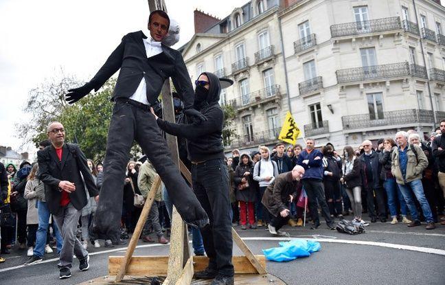 Nantes: Enquête ouverte après la pendaison d'une effigie de Macron lors d'une manifestation