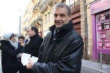 Hervé Lefèvre, Directeur général de Keolis Bordeaux, avec les nouveaux titres de transport du réseau TBM