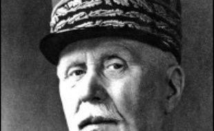 """""""Un homme a su prendre les décisions qui conduiront à la victoire. Il restera comme le vainqueur de Verdun. Cet homme, c'est Philippe Pétain, hélas. En juin 40, le même homme, parvenu à l'hiver de sa vie, couvrira de sa gloire le choix funeste de l'armistice et le déshonneur de la collaboration"""", a lancé le chef de l'Etat, lors du 90e anniversaire de la bataille de Verdun."""