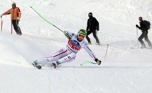 L'Autrichien Klaus Kröll a remporté vendredi la première descente de Chamonix, sa 4e victoire en Coupe du monde de ski alpin, en devançant, en 2 min 04 sec 22/100e, l'Américain Bode Miller et le favori suisse Didier Cuche de 1 et 4/100e.