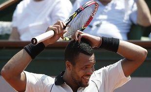 Jo-Wilfired Tsonga n'en revient pas, mais il a laissé filer le troisième set