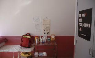 Illustration d'une l'infirmerie scolaire dans un collège.