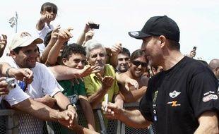 Les fans argentins du Dakar, présents à Mar Del Plata au côté de Stéphane Péterhansel (à g.), le 30 décembre 2011.