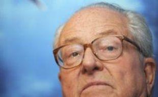 Jean-Marie Le Pen a vu confirmée mercredi par la cour d'appel de Paris sa condamnation à trois mois de prison avec sursis et 10.000 euros d'amende pour des propos au journal d'extrême droite Rivarol, par lesquels il minimisait les crimes commis par les nazis sous l'Occupation.