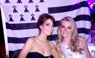 Audrey Bonecker, Miss Bretagne 2011, aux côtés d'Estelle Sabathier, Miss Bretagne 2012.