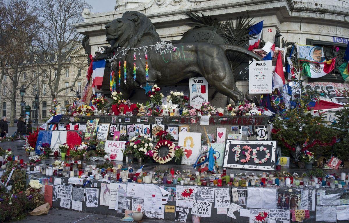 La place de la Republique reste toujours le lieu pour ce souvenir des victimes des attentats de 2015, le 5 janvier 2016. – Bruno Fabien/SIPA