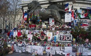 La place de la Republique reste toujours le lieu pour ce souvenir des victimes des attentats de 2015, le 5 janvier 2016.