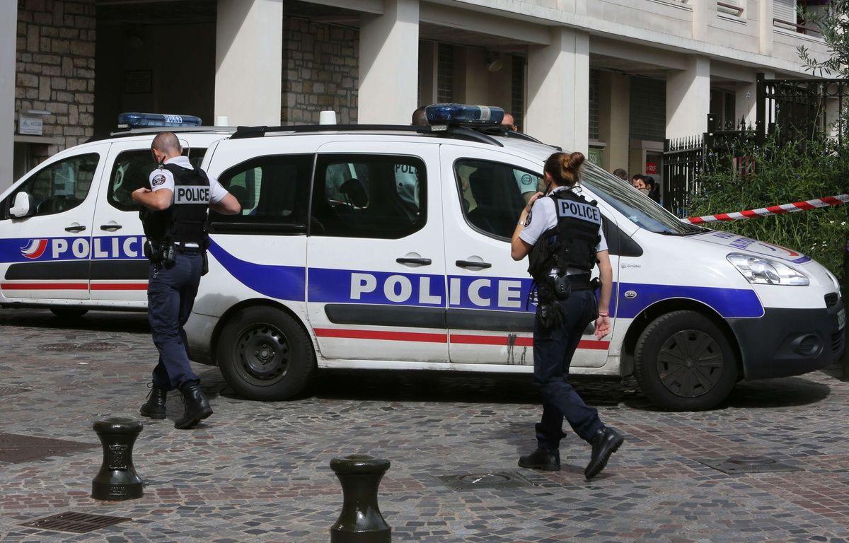 Des policiers sécurisent les abords de la rue de Levallois-Perret mercredi 9 août après qu'un véhicule a foncé sur des militaires de l'opération Sentinelle.  – MUSTAFA SEVGI/SIPA