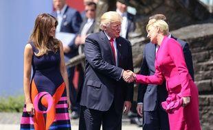 Donald Trump s'est pris un sacré vent de la première dame de Pologne lorsqu'il a voulu lui serrer la main