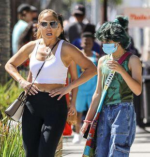 Jennifer Lopez et sa fille Emme, le 13 juin, à Bervely Hills.