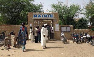 Deux civils ont été tués samedi dans un attentat suicide à la voiture piégée contre un camp de l'armée malienne à Tombouctou (nord-ouest du Mali), selon deux sources militaires et un habitant.